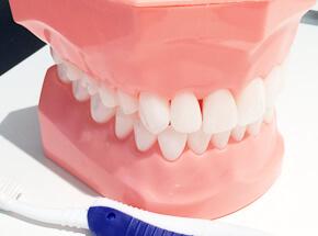 入れ歯にこんな不満をお持ちではありませんか?